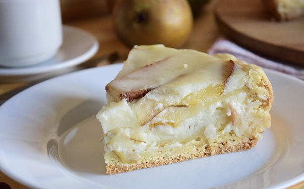 Tsvetaevsky pie with pears (in a multicooker)