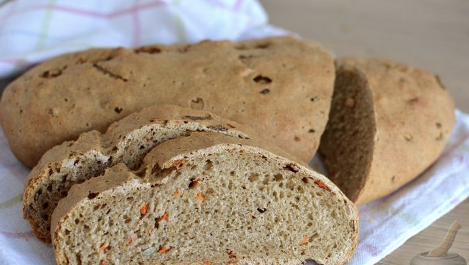 Whole wheat rye bread with carrots and seeds