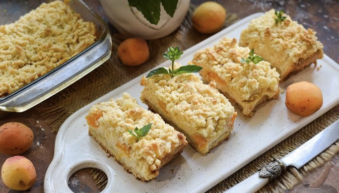 Grated pie with apricots and cottage cheese