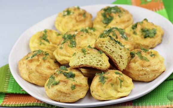 Gouges with garlic and parsley
