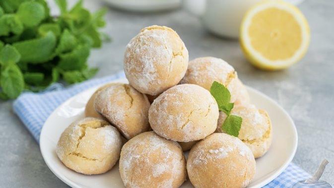 Shortbread with lemon zest