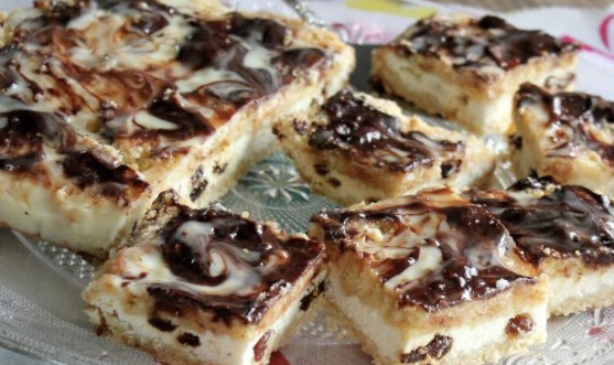 Curd cake with raisins
