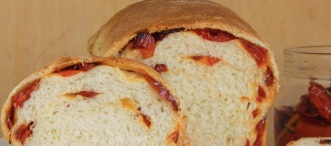 Wheat bread with sun-dried tomatoes