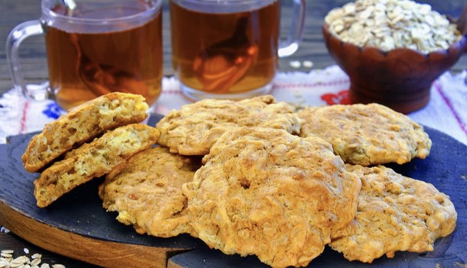 Unsweetened oatmeal cookies with cheese