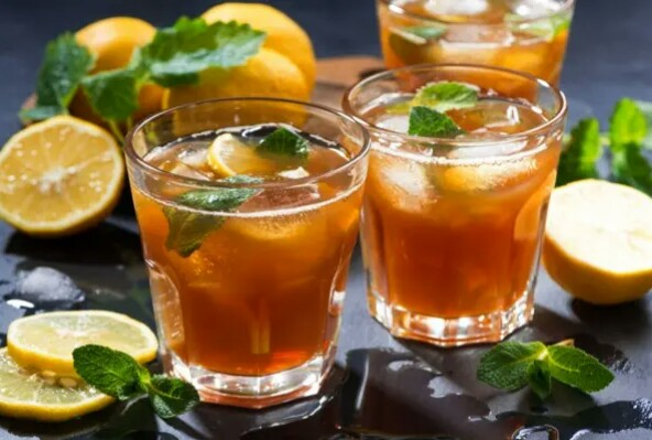 Tea with mint and apple