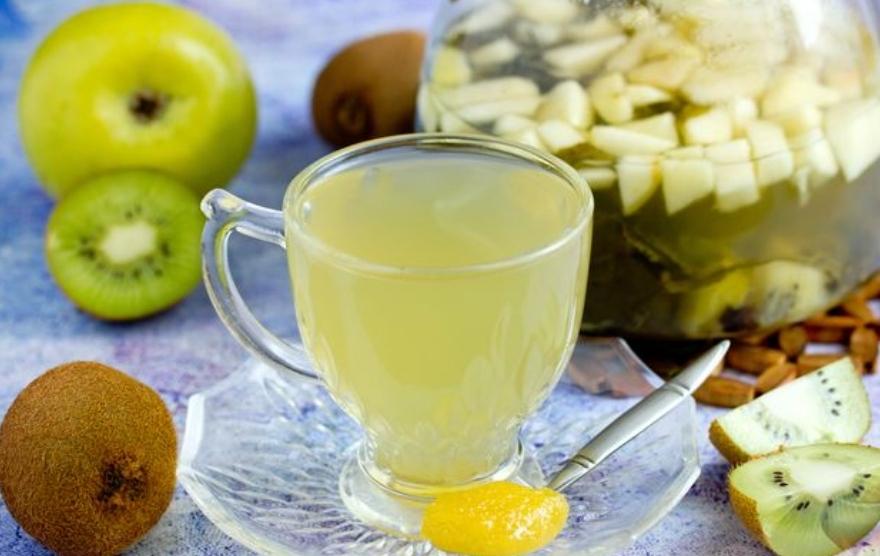 Green tea with kiwi and apple