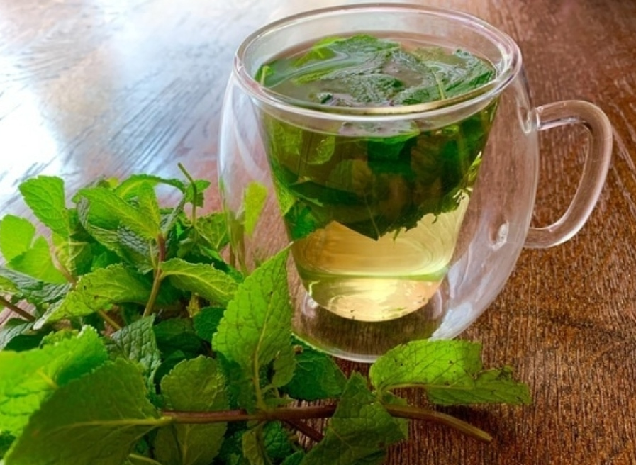 Mint tea with barberry