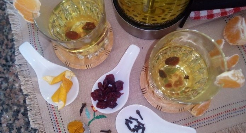 Warming lingonberry-tangerine tea