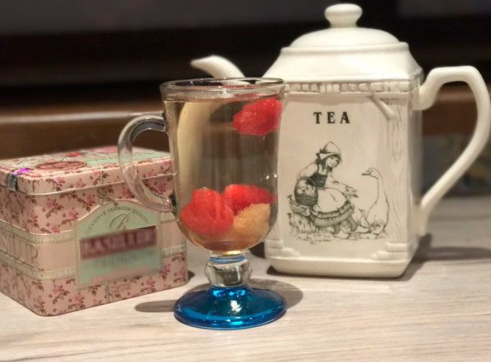 White herbal tea with raspberries