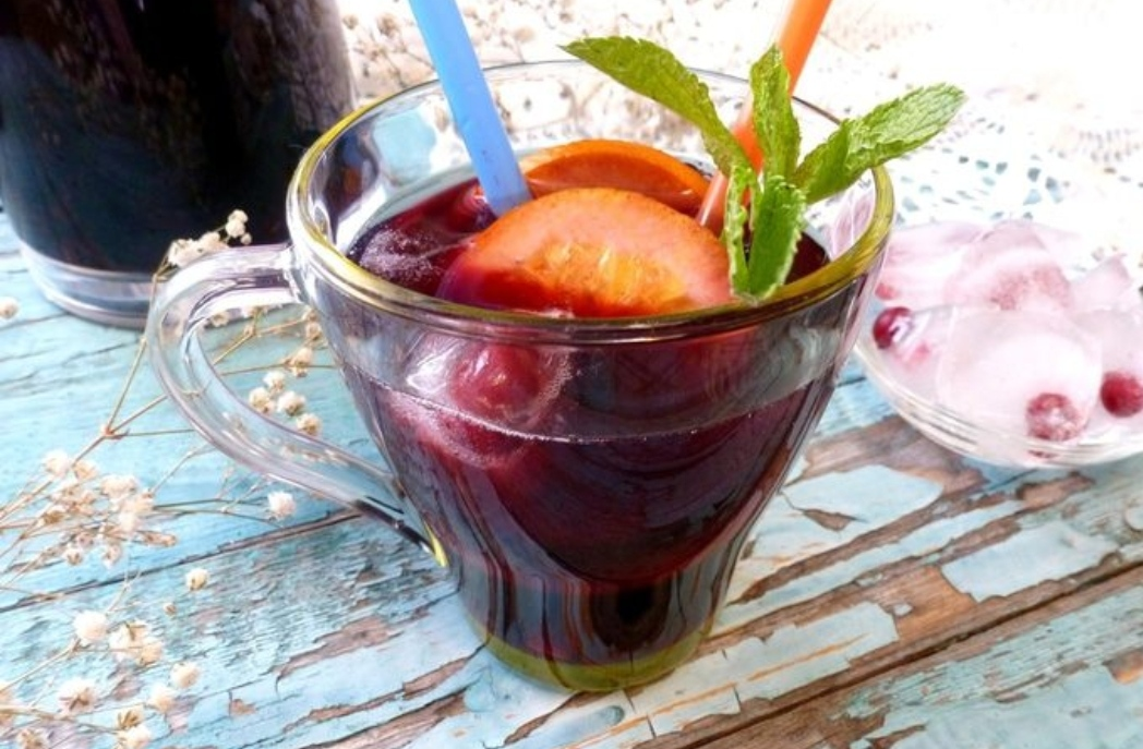 Blueberry iced tea with mint and basil
