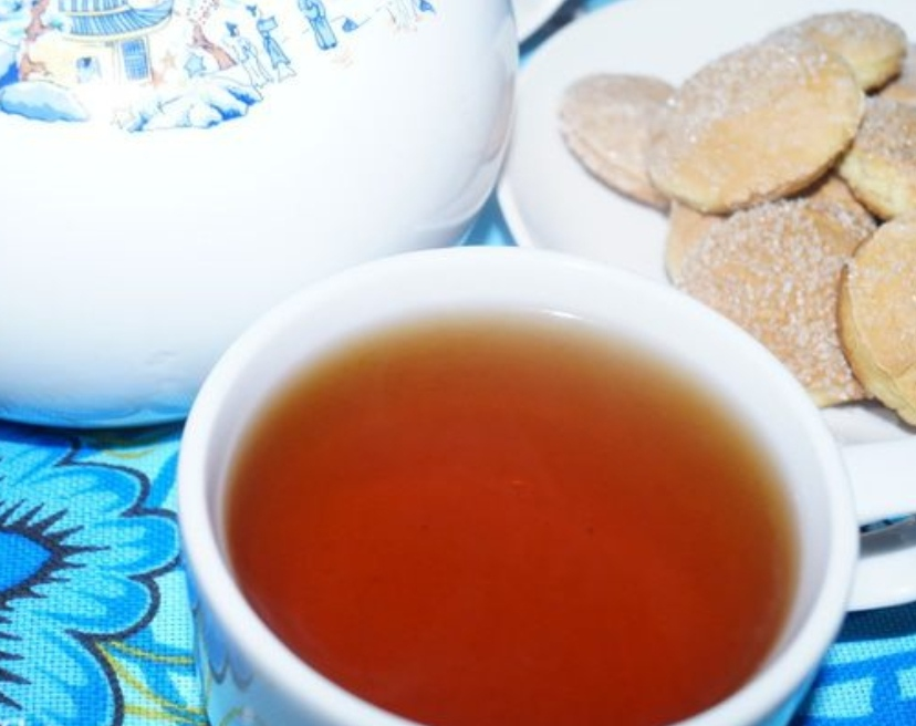 Vitamin tea with cranberries and rose hips