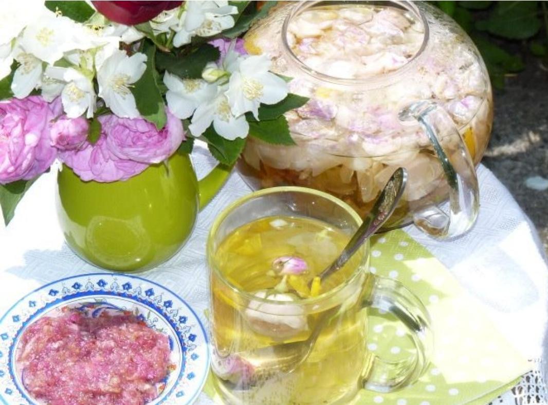 Summer flower tea for girlfriends