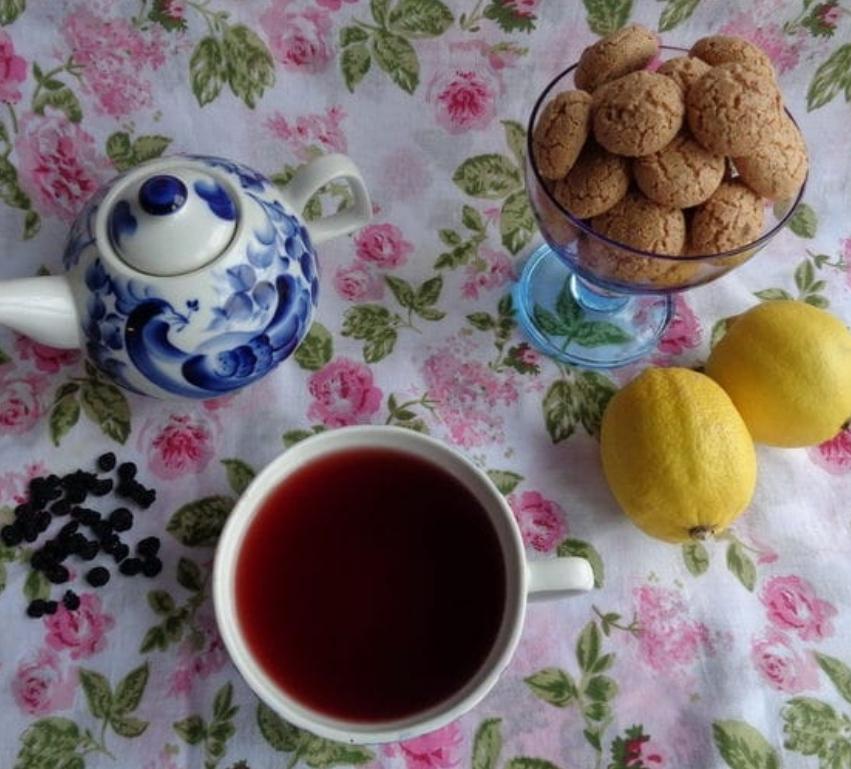 Blackcurrant tea with mint