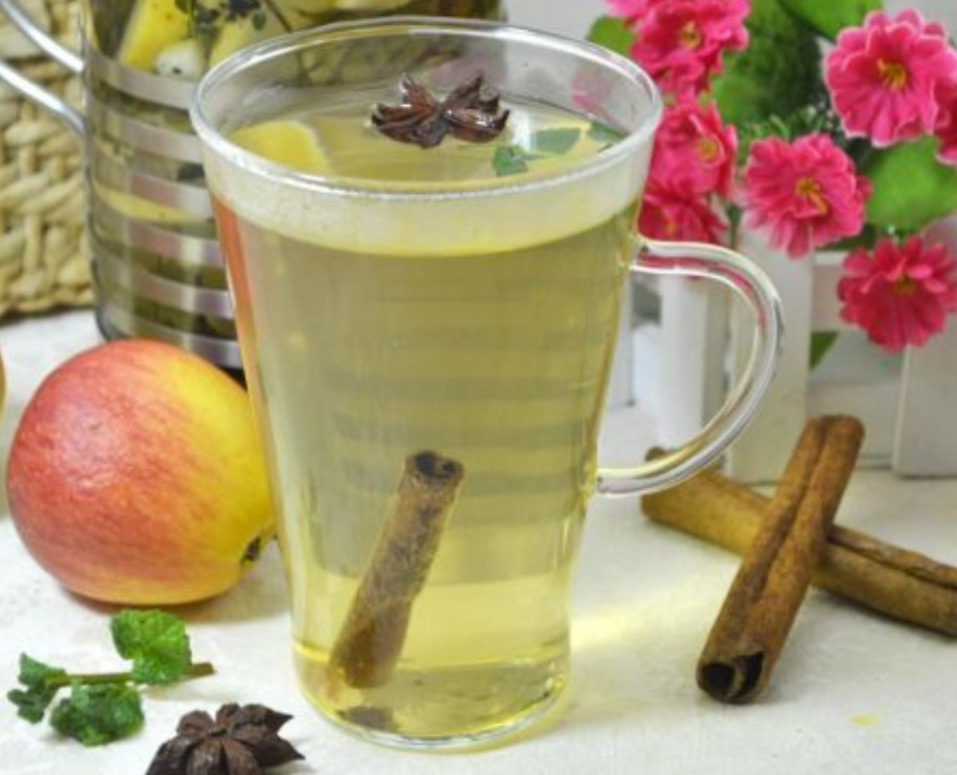 Fruit tea with thyme and spices