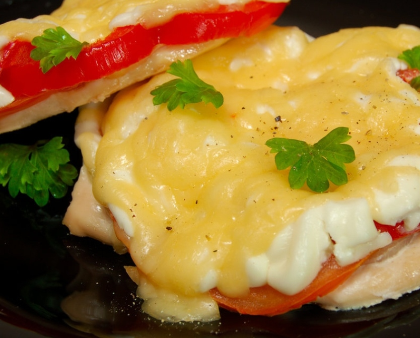 Chicken chops with tomatoes and bell pepper
