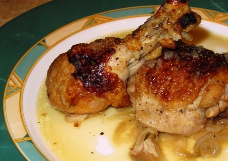 Chicken stewed with onions
