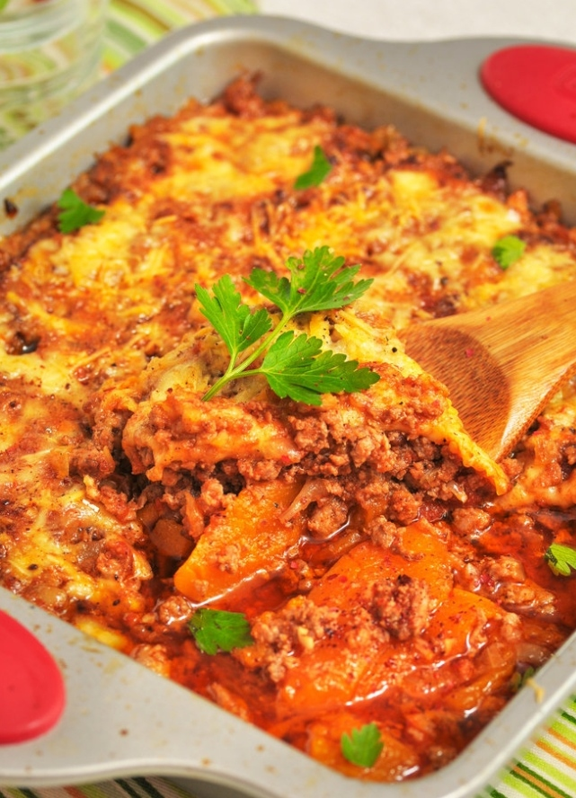Pumpkin slices baked with minced meat and tomatoes