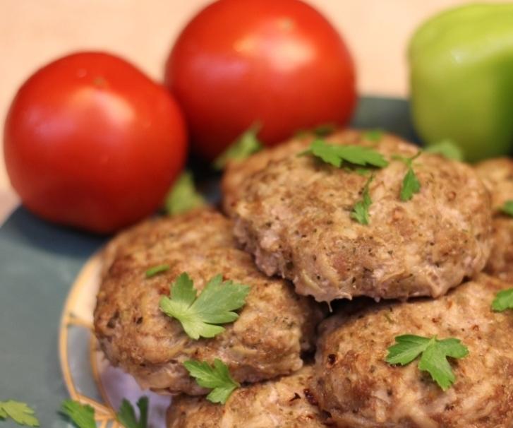 Запеченные котлеты из мяса с картофелем
