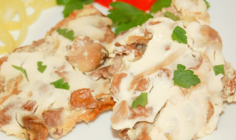 Pork baked with mushrooms and sour cream