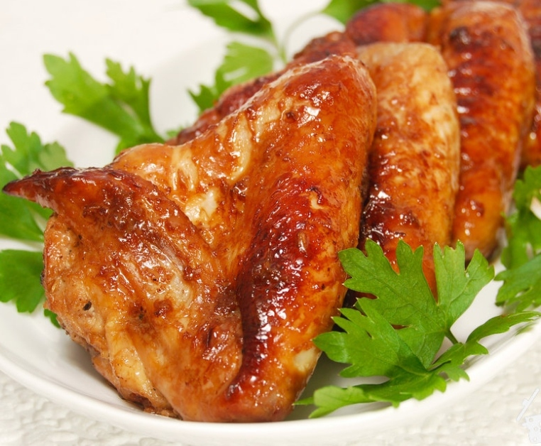 Chicken wings in soy-ginger marinade
