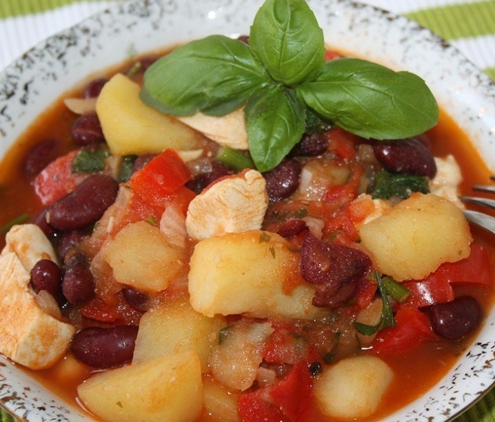 Mexican vegetable stew with chicken fillet