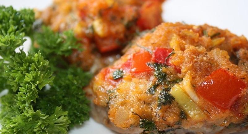Meat fillet baked under a vegetable coat