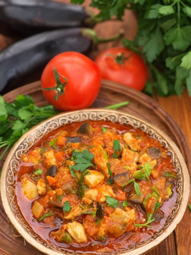 Chicken stew with eggplant and vegetables