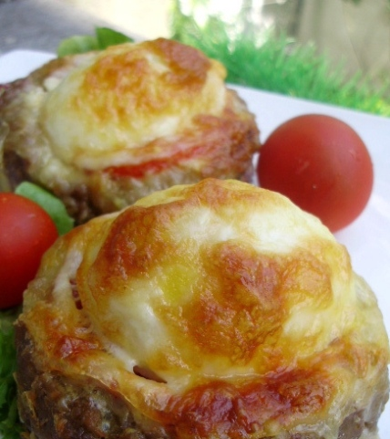 Meat nests with egg and cheese