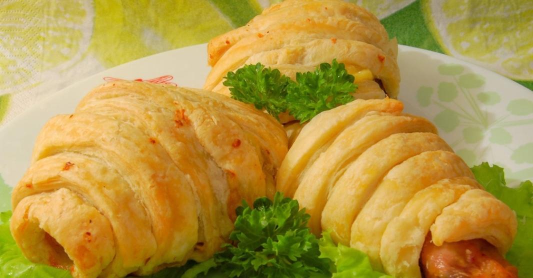 Chicken drumsticks in puff pastry