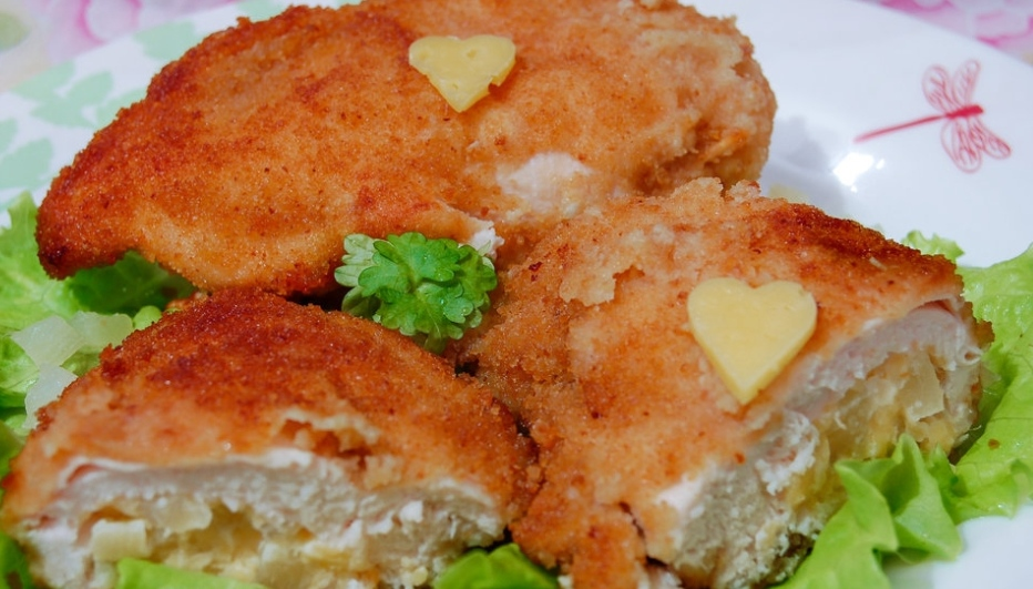 Chicken breast stuffed with pineapple and cheese