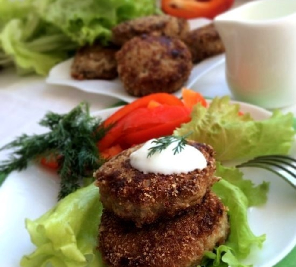 Juicy meat cutlets with cabbage
