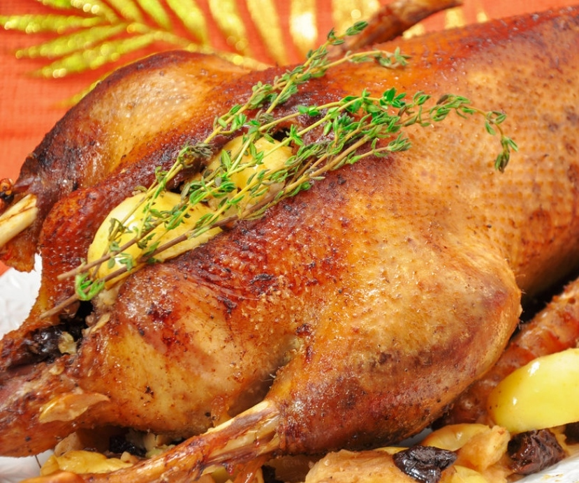 Christmas goose with apples and prunes