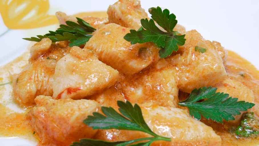 Chicken with curry and ginger