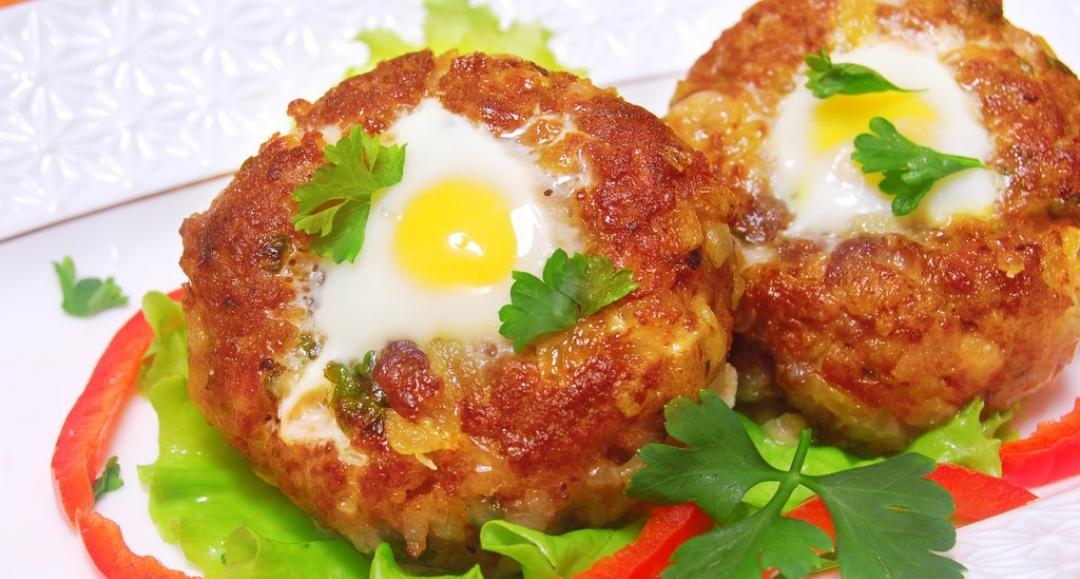 Cutlets with quail eggs