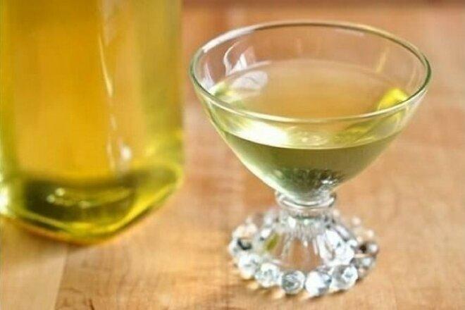 Milk liqueur with lemon