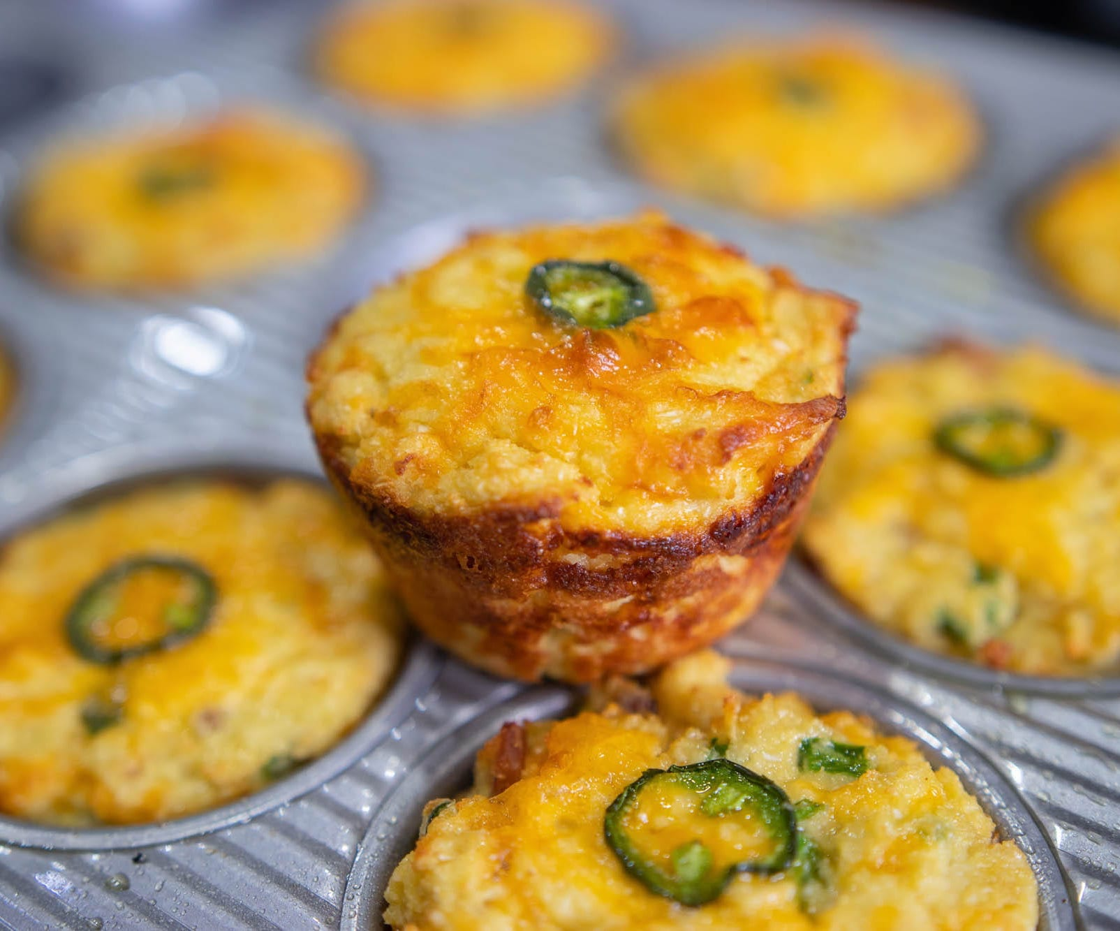 Muffins with bacon and cheddar cheese