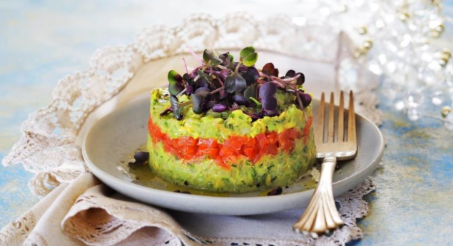 Avocado salad with cucumber in 15 minutes