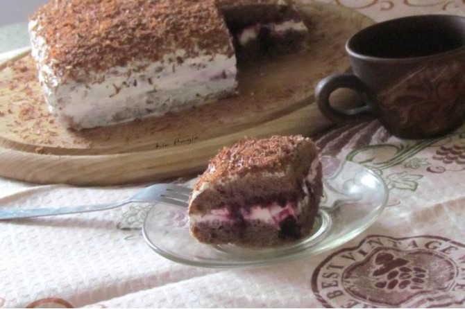 Homemade Sponge Cake with Berries