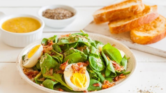Spinach Salad with Garlic Toast and Bacon