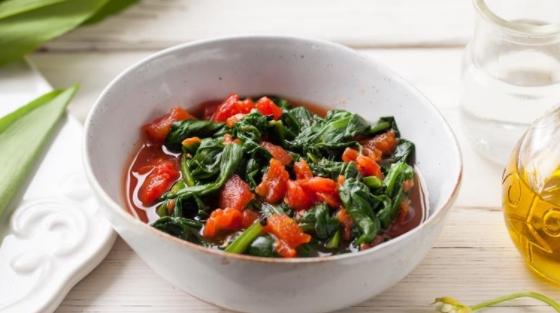 Wild Garlic Salad with Tomato Sauce