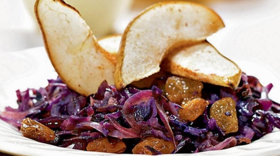 Red Cabbage Salad with Raisins, Pears and Cinnamon