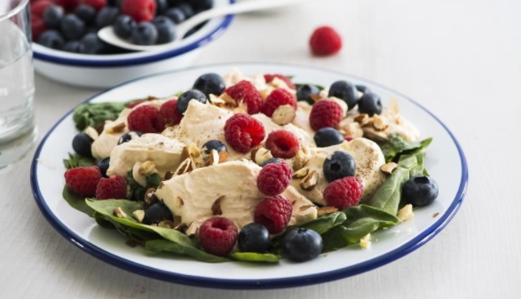 Berry Salad with Creamy Dressing