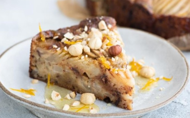 Sand Cake with Pear and Hazelnuts