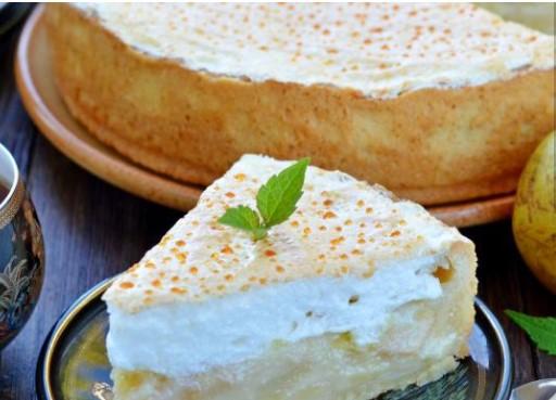 Creamy Pear Pie with Soufflé