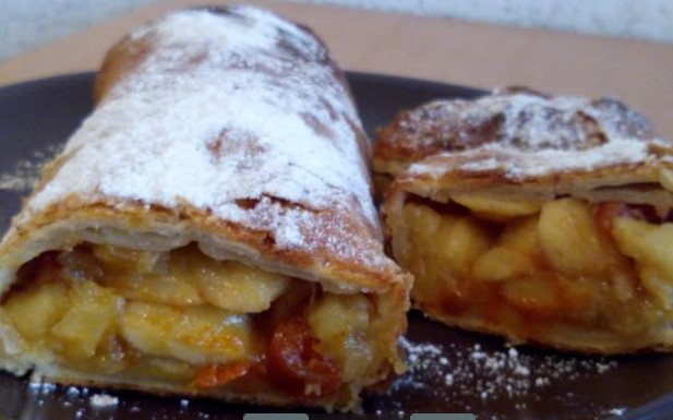 Apple Strudel with Dried AApricots