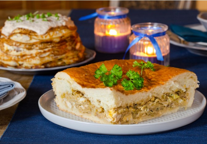 Large Pie with Stewed Cabbage and Eggs