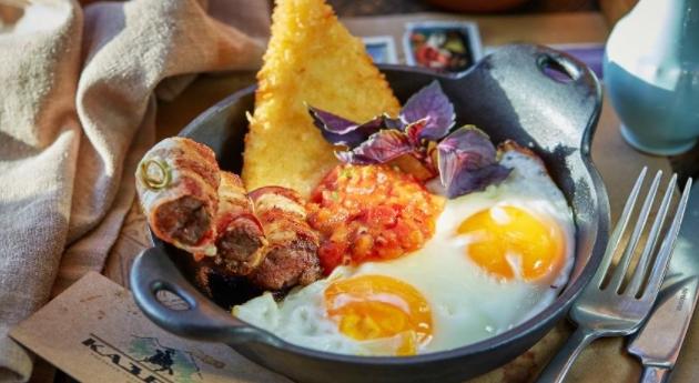 Fried Eggs with Fried Suluguni