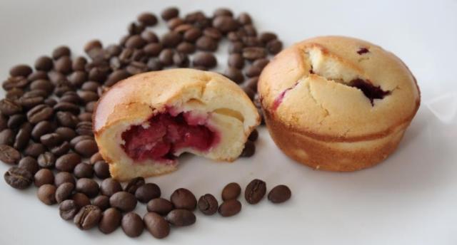 Muffins with Raspberries on Kefir
