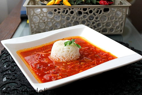Thick tomato soup with rice