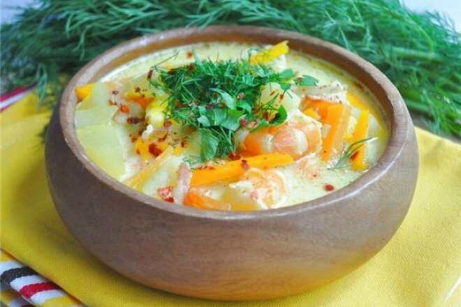 Chowder soup with fennel and shrimps